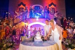 elliot-nichol-photography-wedding-cake-cut